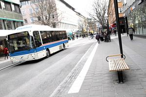 Omstridda. FP och M försvarar busstrafiken på Vasagatan.Foto: Staffan Bjerstedt