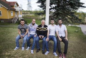 Film är något helt nytt för Kays Hmade, Mohamad Sheikh Alsana, Bashar Hammoush, Alaa Al Asiri och Fouad Kamli.