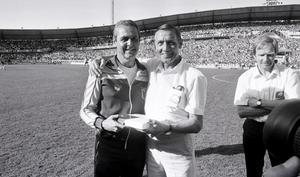 Sverige A - Brasilien, VM-hjältar från 1958: Kalle Svensson, i bakgrunden Orvar Bergmark (bild från 1983)