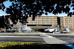 JT Lindh anser att man ska se till helheten och inte vara gagna Sundsvalls sjukhus.