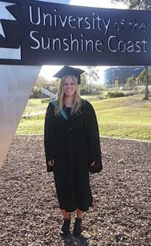 Karin har avlagt en Bachelor of business med inriktning på internationell business och marknadsföring vid University of the Sunshine Coast i Brisbane, Australien.