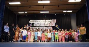 Fantastiska färger, sång, dans och thaiboxning kunde besökarna vid Thailändska barnens dag se på scenen i Nynässkolans aula i lördags.