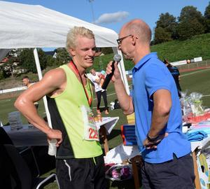 Hedemoras triatletkille KJ Danielsson valde att plocka med sig ett spurtpris i stället för att försöka vinna loppet.