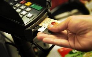 Vid en stickprovskontroll visar det sig att handlarna i Borlänge och Falun följer de nya reglerna för kortbetalning som infördes den 1 augusti.FOTO: SCANPIX