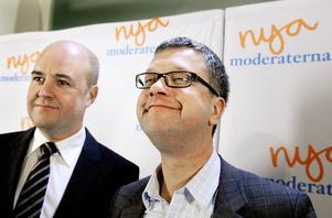 Förr eller senare måste partiordförande Fredrik Reinfeldt eller partisekreteraren Kent Persson ta ansvar för hur Moderaternas företrädare agerar på landstings- och kommunnivå. Annars får man anta att utspelen är sanktionerade uppifrån.