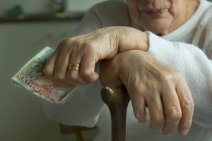 Vissa pensionärer har det knapert.