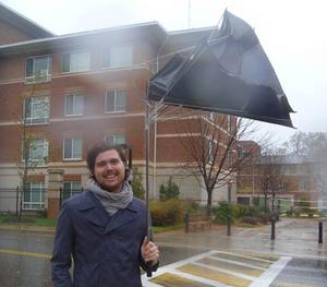 Gustav Persson försökte knäppa ett kort på sig själv i stormen på plats i Baltimore.