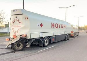 Den havererade tankbilen vid Shell Rocklunda.