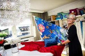 Karin Nordqvist driver företaget Textilinredarna i Örnsköldsvik. I hennes arbete ingår rådgivning och hembesök bland annat.