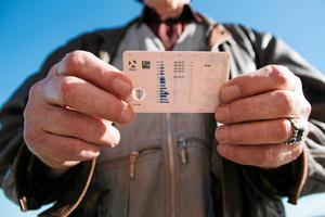 En man från Leksands kommun ska ha kört bil vid två tillfällen, trots att hans körkort var återkallat. Nu åtalas han misstänkt för två fall av grov olovlig körning. OBS: Bilden är tagen i ett annat sammanhang. Foto: Torkel Hägglund