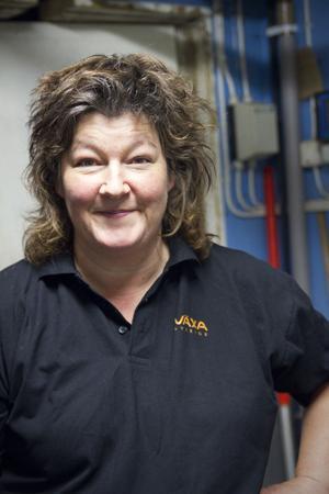 Karin Fredriksson jobbar som avbytare, men spenderar inte alla dagar i ladugården. Avbytare jobbar bara när bonden behöver hjälp säger hon.