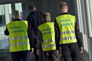 Tre av polisens volontärer fotograferade på Arlanda flygplats i januari.