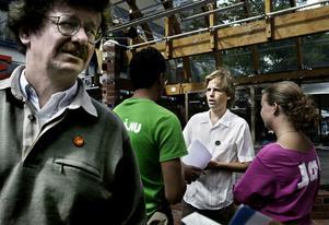 10. EMU-debatt. Lars Stjernkvist och Håkan Wåhlstedt i Västerås 2003.