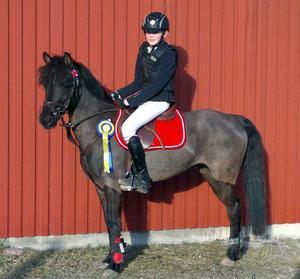 Linnea Grufman och ponnyn Mazarine har kvalat in till SM.
