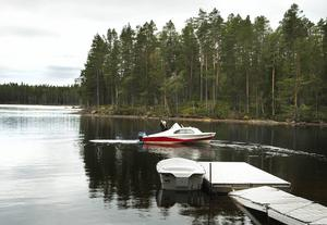 Örjan Gunnarsson lämnar oss på ön för natt i stillheten.