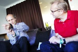 """Stefan Kauppi och Lars """"Sillen"""" Sillrén är inte längre tidlösa. I går fick de en klocka av sin vän och kollega Andrea Wiktorsson. På tiden kan tyckas."""