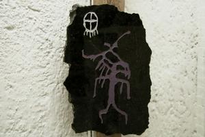 Ulrika Fagernäs har gjort denna stenkonst, en shaman i trans med älghuvud efter norsk förebild från år 3 800 f Kr.