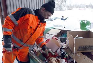 Kent Halvarsson arbetade på rampen och gav service till besökarna så att de lade rätt avfall på rätt plats.