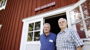 Ove Strömberg och Olle Andersson tar hand om besökarna till den guidade visningen på fredagseftermiddagen.