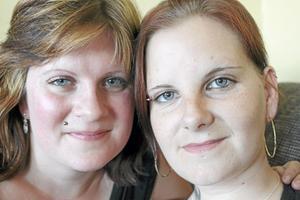 Helena Sundström och Catrine Johansson kände starka familjeband med en gång när de sågs.