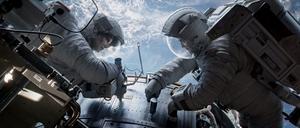 Sandra Bullock och George Clooney babblar sönder ett rymdäventyr.