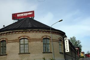 Gillas ej. Skylten på taket för Biografmuseet i Säter gillas inte av miljö-och byggnadsnämnden i Säter.