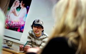 Tillbaka på Wargentinsskolan. I två dagar har Shahriyar Latifzadeh varit gästlärare på media-programmet. För treorna med film som huvud-inriktning berättade han bland annat om sin långfilm