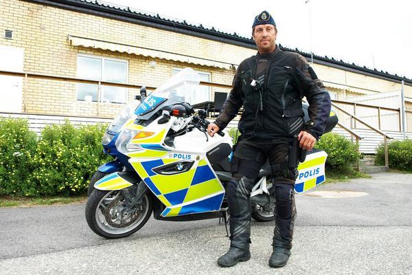Martin Bergström ingick i trafikpolispatrullen som gjorde ett välkommet besök i Härjedalen under slutet av veckan. Utom kanske för de som blev av med sina körkort.