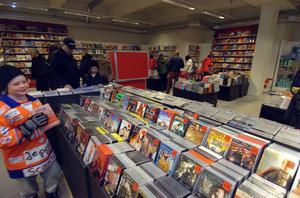 Filmer och böcker lockade många kunder.
