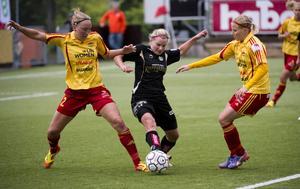 Karin Lissel (till vänster) har under säsongen gått från bänknötare till lagkapten i stjärnspäckade Tyresö.