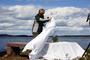 Avtäckning vid Storejens strand. Maria Norrfalk, Dalarnas nya landshövding genomför sin andra officiella invigning sedan utnämningen till landshövding.
