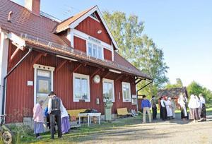 Järnvägsstationen i Jämtlands Sikås blir händelsernas centrum på lördag, precis som i gamla tider.