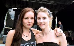 Linnea Nätter och Karin Andersson åkte utan problem från Stockholm till Ludvika för att se ... Foto: Jennie-Lie Kjörnsberg