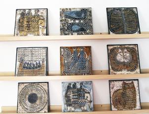Eva har en fin samling keramik av Britt-Mari Simmulson som var verksam på Upsala-Ekeby.