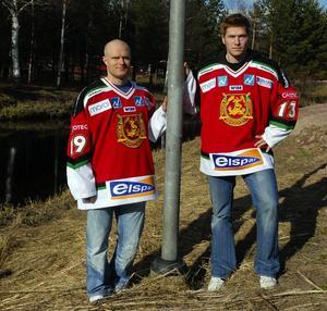 På plats. I går kom Moras två senaste nyförvärv, Marrti Järventie, till vänster och Toni Dhalman, till höger till Mora för att börja sitt nya jobb i Mora IK.