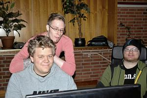 Crew. Det pågick under helgen ett Lan i Sjöängsskolans matsal. Här är några av arrangörerna från A-lan, Oskar Hellström, Patrik Peterson och Johan Ring.