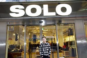 Solo har funnits i Västerås i elva år, först i Punkt och de fem senaste åren på Vasagatan. Klädbutiken läggs ner 5 januari nästa år på grund av för dålig lönsamhet.