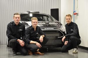 Johnny Andersson, till höger,  med teamets båda juniorer,  Jari Liiten och Pontus Åhman.
