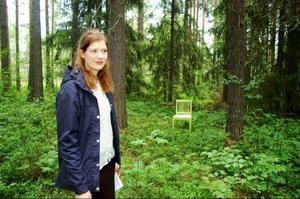 Linda Petersson hittade en skogsglänta för sitt verk Sorgfrid