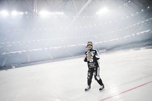 Magnus Muhrén med SM-bucklan på Friends Arena, finalplatsen under två år i Solna.