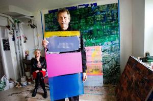 Just nu är Kåre inne i en period där han målar med klara, starka, glada färger. Foto: Ulrika Andersson