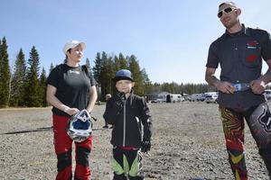 Mamma Malin Andersson hade åkt med sexårige sonen Otto Andersson till Granbobanan för att prova någon av motorcyklarna som Oskar Lindqvist lånade ut.