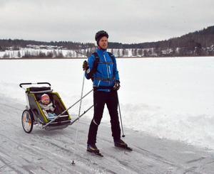Petter Sigmundstad kom en halvtimme för sent till skridskoloppet och fick åka utanför tävlan några varv denna dag.