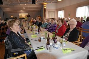 Middagsgäster. 75 personer deltog i går på Lions Pensionärsmiddag i Casselgården.
