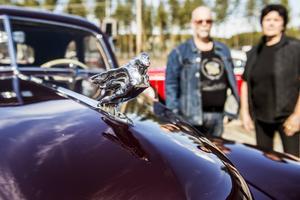 Susanne och Christer Peterson brinner båda för motorer. De har fyra bilar från olika decennier och Susanne har en Honda Valkyrie.