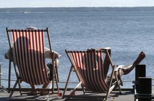 Ökningen av antalet hudcancerfall beror till största delen på våra solvanor, säger Britta Hedefalk från Cancerfonden.