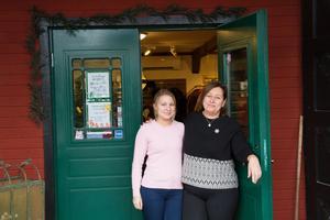 Pernilla Åkerlund har sålt kläder och Annika Yngvesson har drivit affären Butiken på landet i Isaksbo.