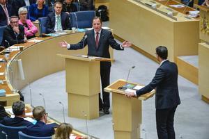 Riksdagsdebatt mellan Stefan Löfven (S) och Jimmie Åkesson (SD).