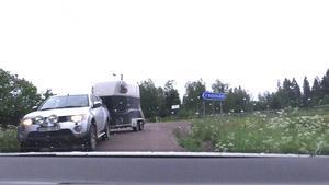 När det blir möte kan det bli väldigt tajt på vägarna, säger flera Alnö bor