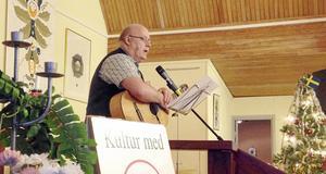 Jan Johansson sjöng och spelade vid PRO Folkärna/Krylbos möte.